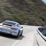 Porsche 911 Carrera GTS - carretera trasera