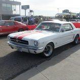 Ford Mustang blanco - delantera