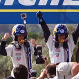 Ogier e Ingrassia celebrando el titulo