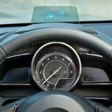 Nuevo Mazda 2 - Cuadro de instrumentos y Head Up Display
