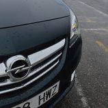Prueba: Opel Cabrio - Detalle calandra con lluvia