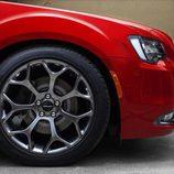 2015 Chrysler 300 - detalle llanta