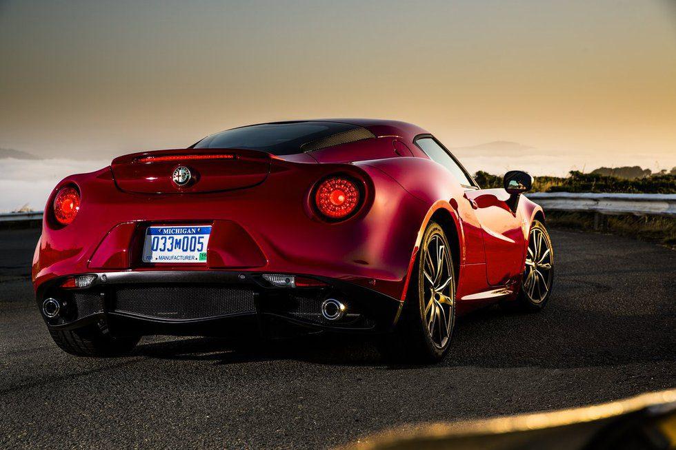 Alfa Romeo 4C - back - Motor y Racing
