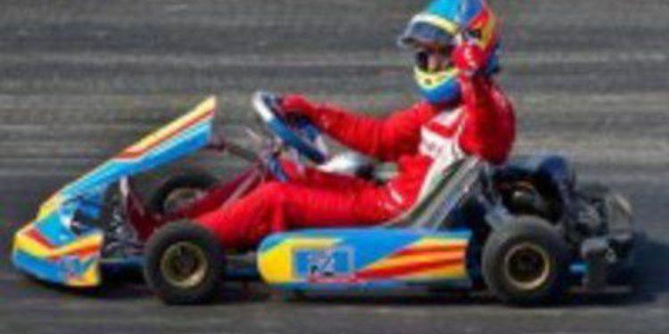 Fernando Alonso inaugura un circuito de karts con su nombre en Oviedo