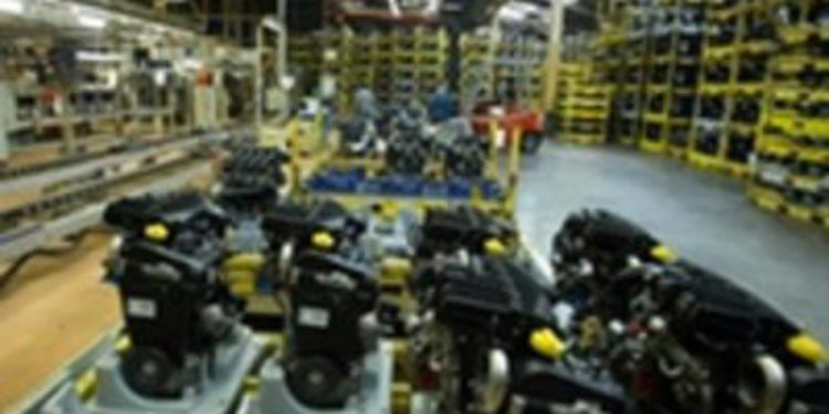 El presidente de Castilla y León visita la fábrica de motores de Renault en Valladolid