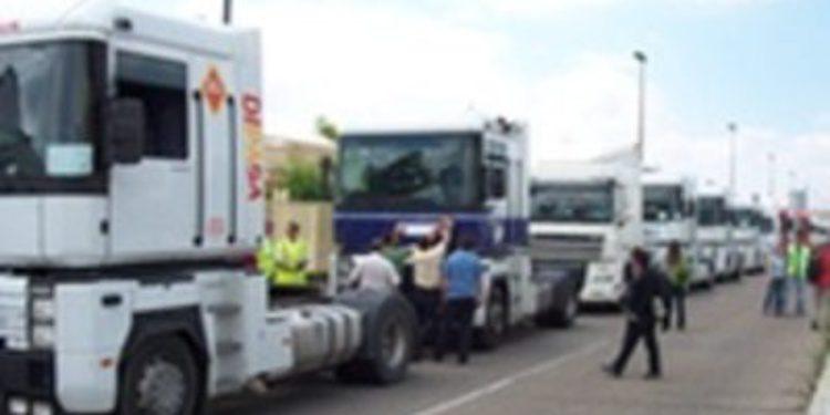Los transportistas autónomos amenazan con ir a la huelga durante la Semana Santa