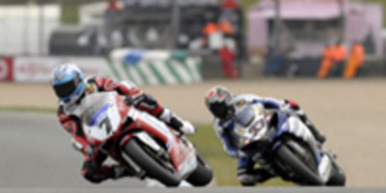 Checa sale más líder de Donington Park y Melandri consigue su primera victoria