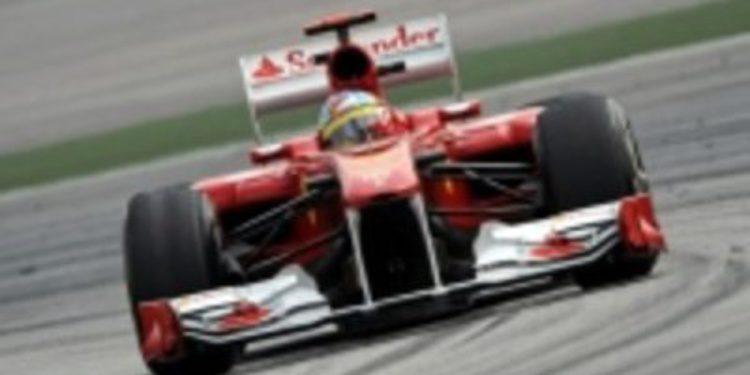 """Fernando Alonso: """"Con el alerón trasero bien, habría pasado a Hamilton"""""""