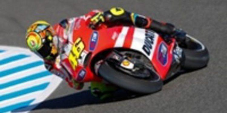 Rossi y Hayden prueban el prototipo de Ducati para 2012
