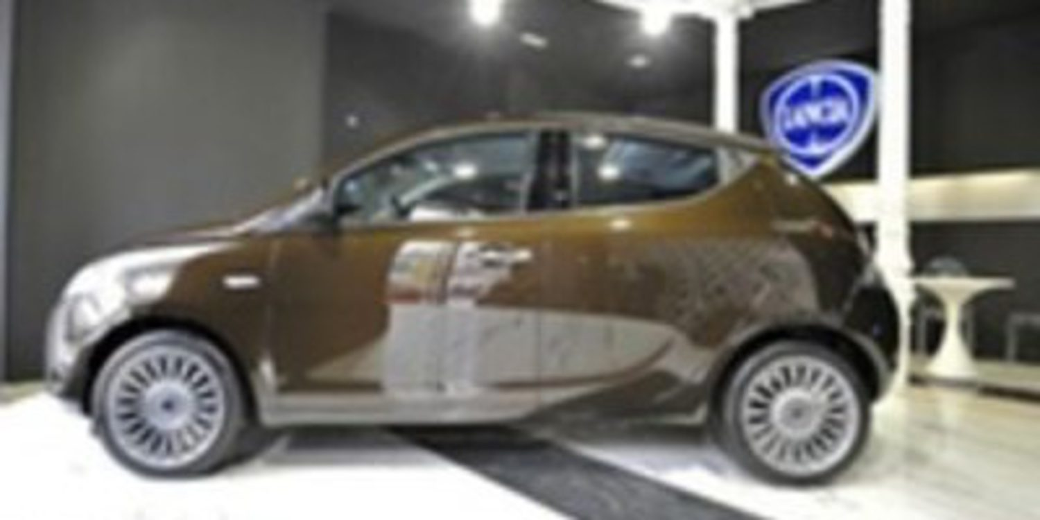 Lancia crea un showroom real y virtual para presentar el Ypsilon 5