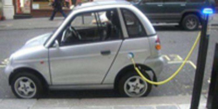 Cien postes de recarga para coches eléctricos más en toda España en 2011
