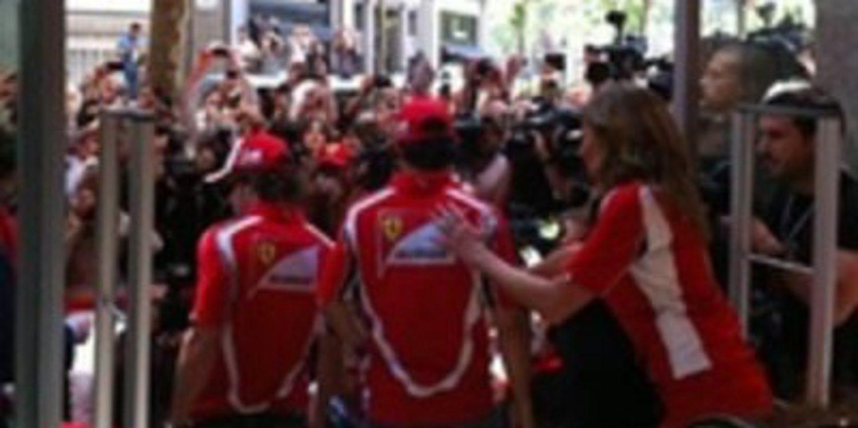 Locura en la inauguración de la primera tienda Ferrari en España