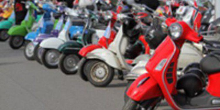 Más de mil aficionados acudieron a los Vespa World Days 2011
