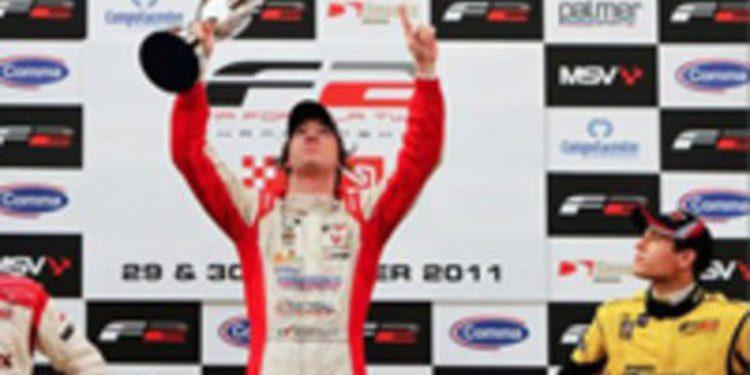 Mirko Bortotti gana la primera carrera de Barcelona