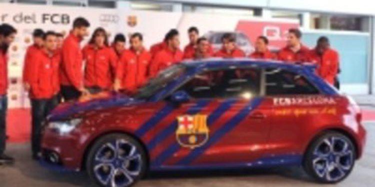 La plantilla del FC Barcelona recibe los nuevos Audi de esta temporada