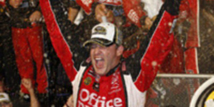 Tony Stewart se corona Campeón de la NASCAR