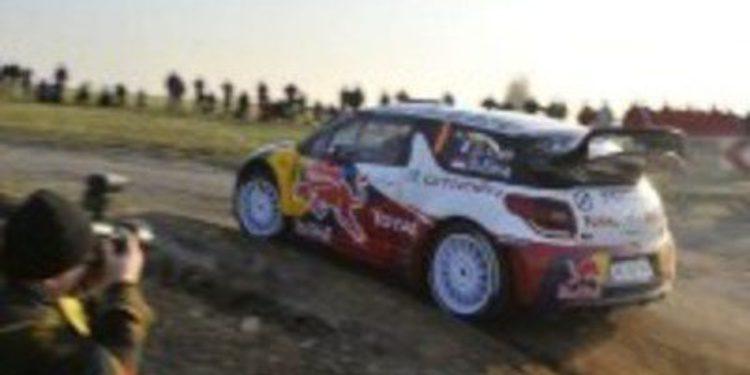Jari-Matti Latvala abandona y deja a Sebastien Loeb líder en la primera jornada