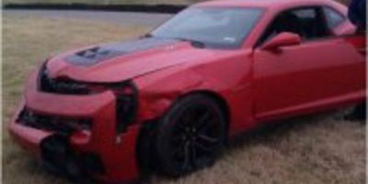 El productor de Top Gear destroza un Chevrolet Camaro