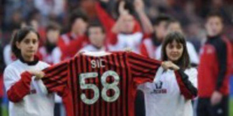 El AC Milán rinde tributo a Marco Simoncelli