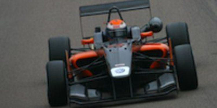 Harry Tincknell continúa el dominio de Carlin en la F3 Británica