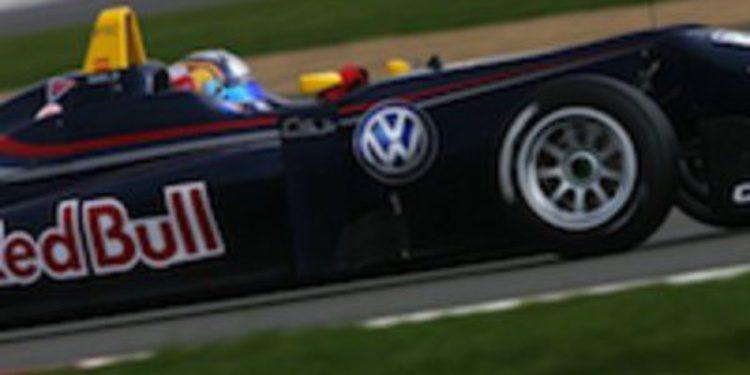 Carlos Sainz Jr vuela en la vuelta de la F3 Británica a los test de pretemporada