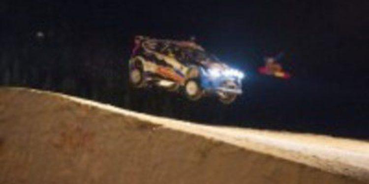 Mads Ostberg supera el record de salto con su Ford WRC