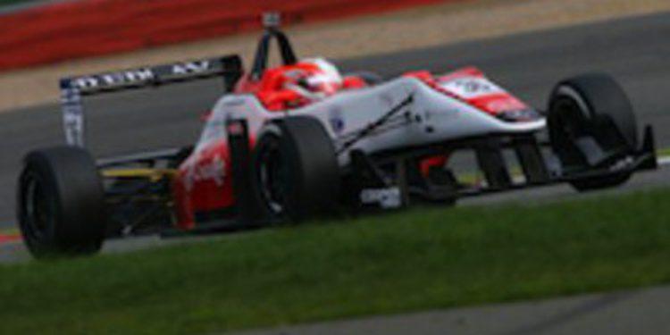 Alex Lynn rompe la hegemonía del equipo Carlin en los test de F3 Británica
