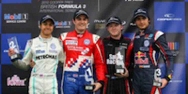 Jack Harvey se alza con la primera victoria del año en F3 Británica