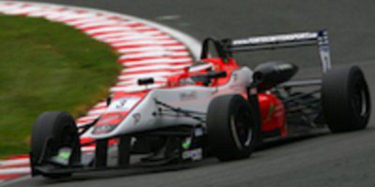 Pipo Derani gana la segunda carrera de F3 Británica en Outlon y Jaafar se coloca líder