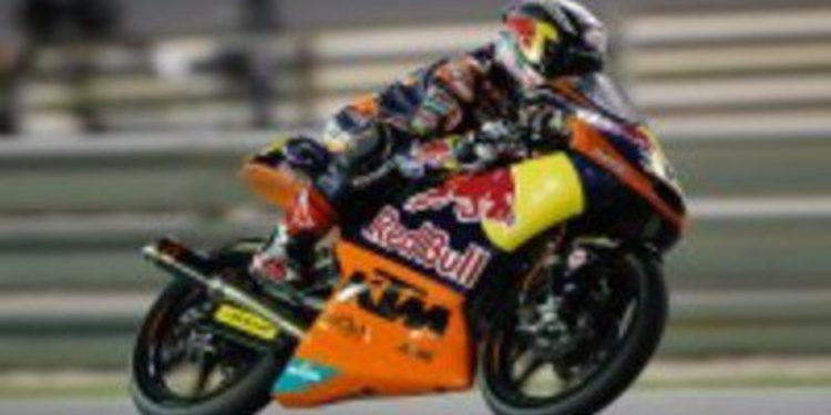 Maverick Viñales consigue la primera victoria en Moto3 por delante de Fenati