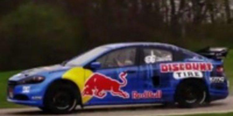 Travis Pastrana le da caña a un Dodge Dart de rally