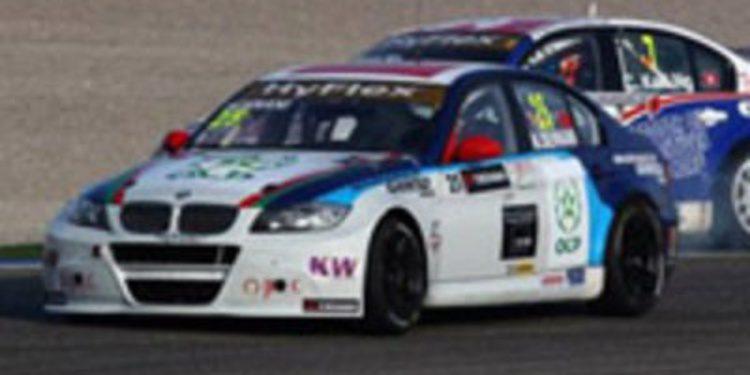 Huff lidera en los tests por delante de Chilton