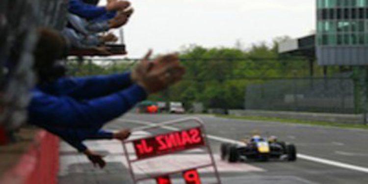 Carlos Sainz Jr se alza con su primera victoria en F3 Británica y lidera el campeonato