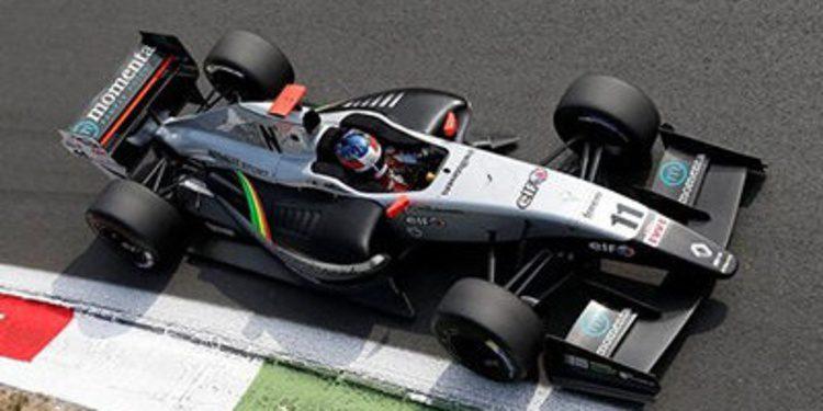 Will Stevens se aprovecha y aplasta a sus rivales en Monza