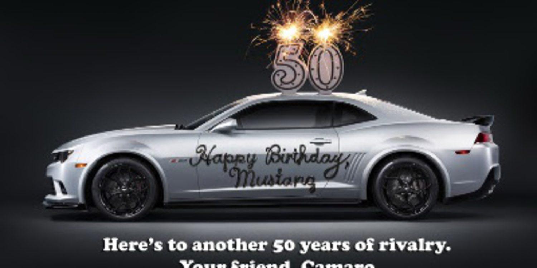 Curiosa felicitación de GM al Ford Mustang