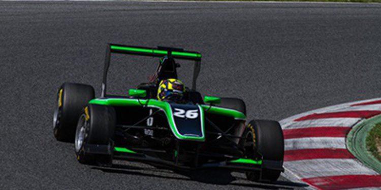 Nick Yelloly lidera el primer día de test GP3 en Montmeló