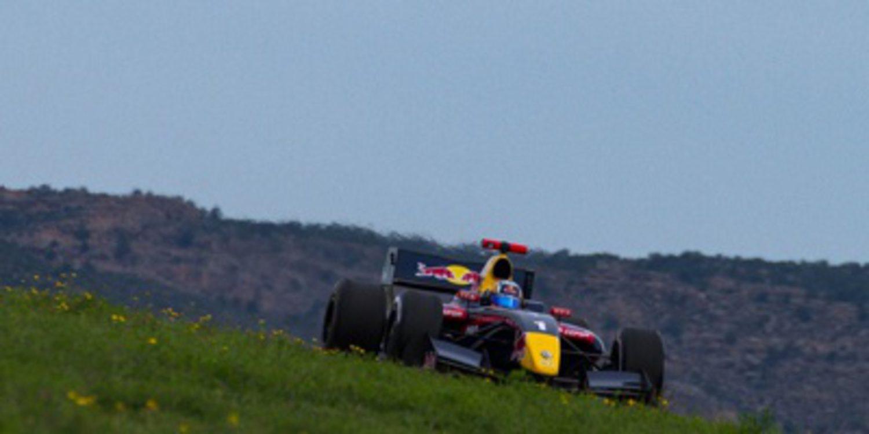 Carlos Sainz primer poleman de la FR 3.5 en MotorLand