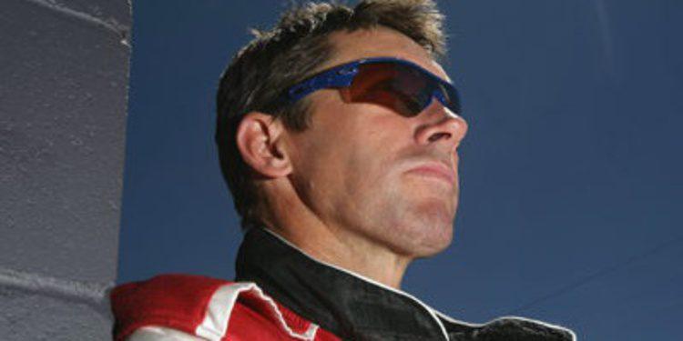 Troy Bayliss apunta a un test con la Ducati 1199 Panigale R