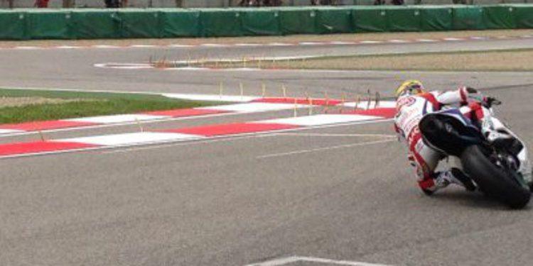 Lorenzo Zanetti gana la cita de Supersport en Imola