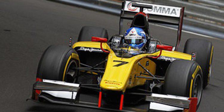 Jolyon Palmer al frente en los libres de Mónaco