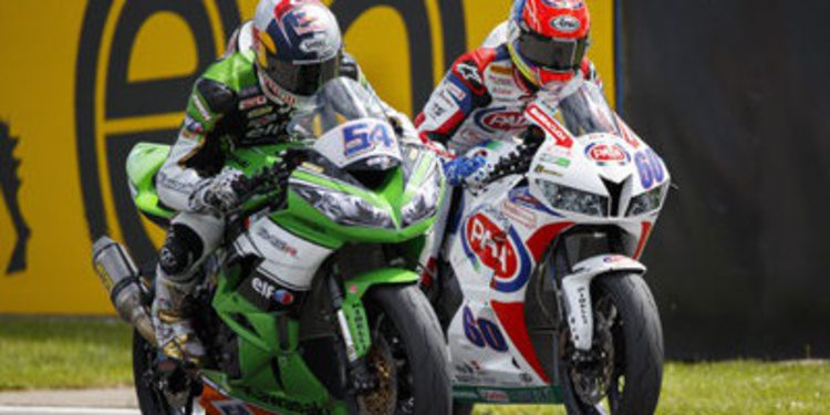 Michael van der Mark triunfa en Supersport en Donington