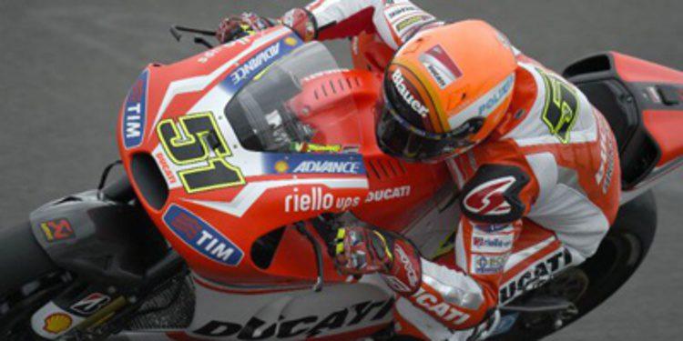Michele Pirro se deja ver en MotoGP ante la lluvia de Mugello