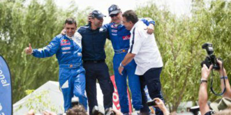 Lucas Cruz y Carlos Sainz se reunen en el Dakar 2015