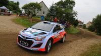 Juho Hänninen se la juega con el nuevo i20 WRC en marcha