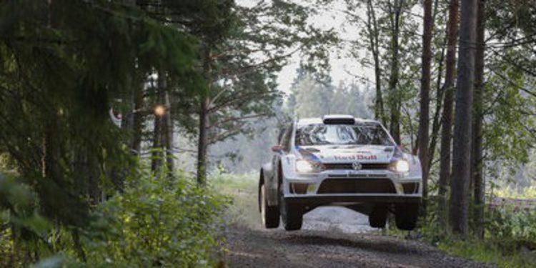 Jari-Matti Latvala manda en el Rally de Finlandia tras el SS4