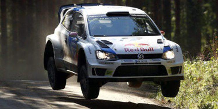 Jari-Matti Latvala se escapa y Meeke se doctora en el Rally de Finlandia