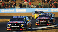 Jamie Whincup, Scott McLaughlin y el regalo de Michael Caruso en Queensland