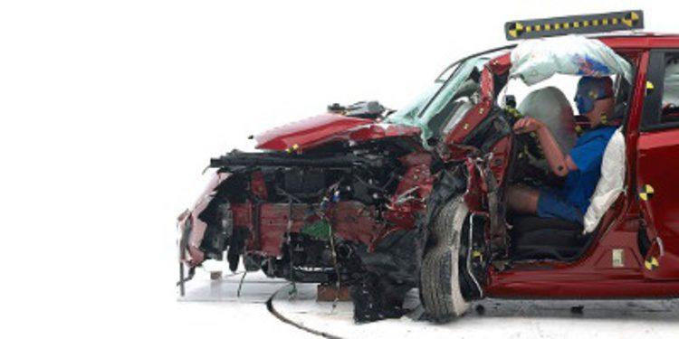 Mal resultado del Nissan Leaf en el IIHS desata la polémica