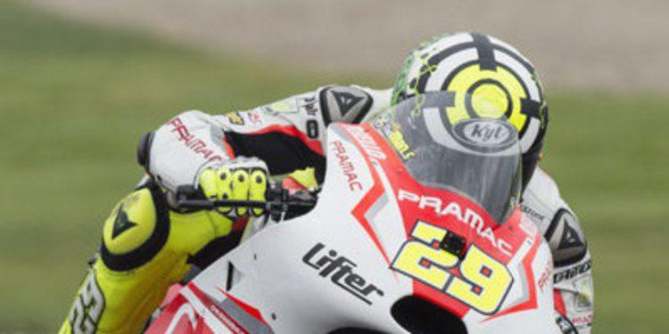 Andrea Iannone domina el FP2 de MotoGP ante la lluvia de Brno
