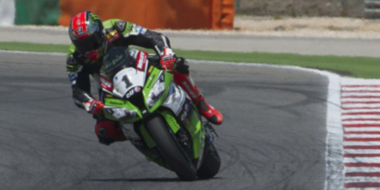 Tom Sykes seguirá con Kawasaki hasta finales de 2016
